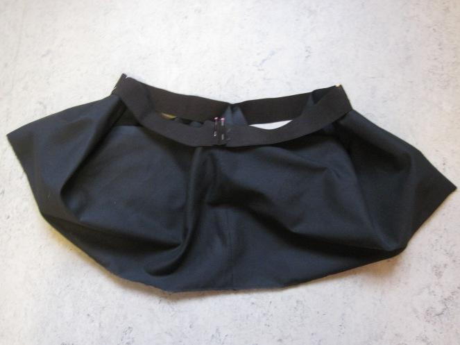 4. elastikk på skjørt